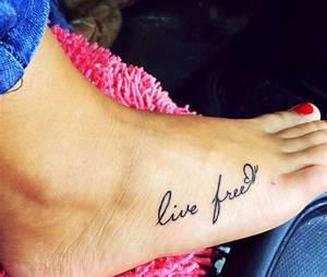 Ecriture Tatouage Femme : 1001 id es tatouage pied il marche discr tement ~ Melissatoandfro.com Idées de Décoration