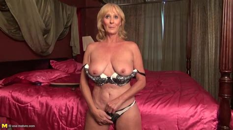 Old But Sexy American Granny With Hungry Pussy Hd Porn 41