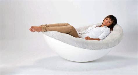 Ein Lounge Sessel bietet alles  Stuhl, Sessel und Bett