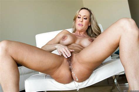 Big Ass Blonde Milf Babe Brandi Masturbating Her Pussy