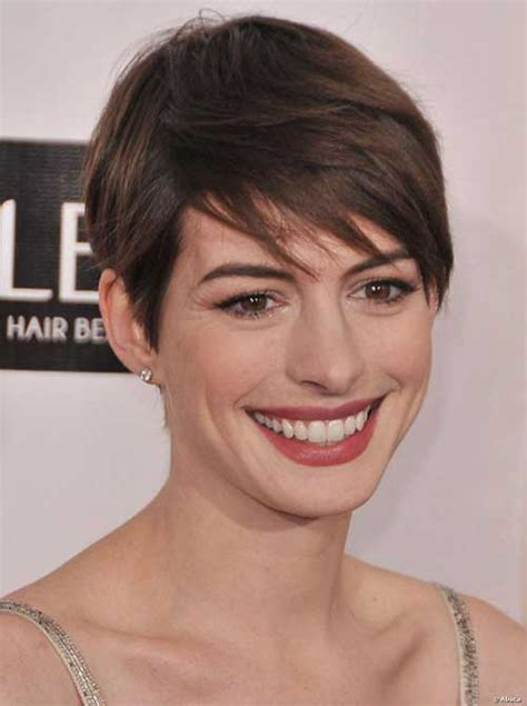 Anne is usually rocking dark brunette waves, long, short, wavy and straight, her shiny chocolate locks make a striking contrast to her porcelain skin. 20 Best Anne Hathaway Pixie Cuts   Short Hairstyles 2018 ...