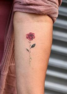 Rosen Tattoo Klein : 32 gorgeous tattoo ideas for women tattoos pinterest tattoos rose tattoos and small tattoos ~ Frokenaadalensverden.com Haus und Dekorationen