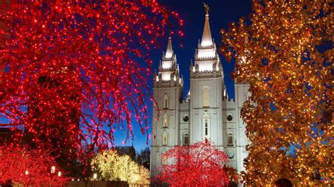 mormonism in pictures temple square dressed for christmas