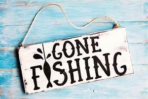 Gone Fishing Mini Wood Sign - DIY Candy