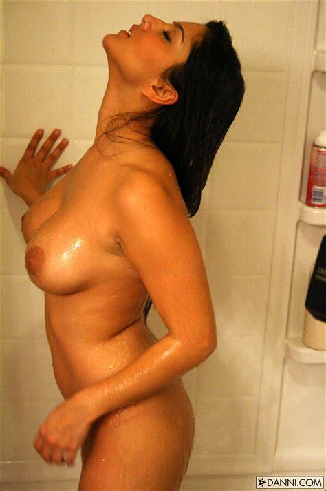 Sunny Leone Caught Taking A Sopay Shower Pichunter