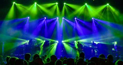 clay paky lighting designer saxton waller digs with clay paky b eye k10s and k20s sts9