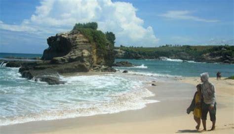 tsunami  selat sunda tak pengaruhi wisata  kabupaten