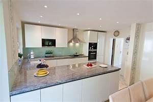 Granit arbeitsplatte mit weissen fronten moderne klassik for Granit arbeitsplatte küche