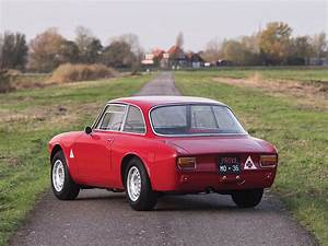Alfa Romeo Sprint : pristine 1965 alfa romeo giulia sprint gta is a vestige of the olden days autoevolution ~ Medecine-chirurgie-esthetiques.com Avis de Voitures