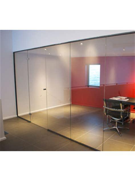 cloison de bureau en verre en verre et contre tout réalisations verrerie