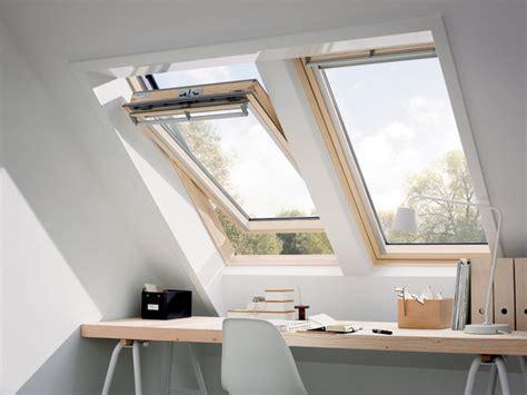 pose pied bureau dernière génération de fenêtres de toit chez velux