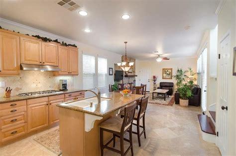 cuisine ouverte avec ilot central cuisine ouverte sur salon une solution pour tous les espaces