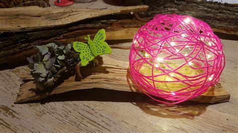 fadenlampe aus wolle und kleister mit led lichterdraht auf