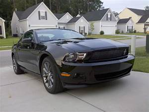 File:2011 Ford Mustang v6 Coupe.jpg - Wikimedia Commons