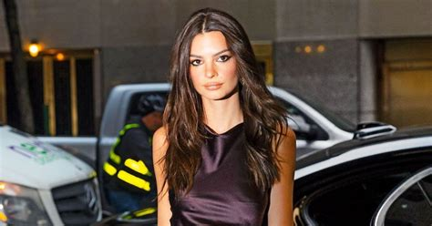 Emily Ratajkowski Bares all to Show off Baby Bump at 20 Weeks