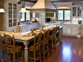 L-shaped Country Kitchen with Island