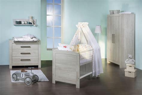 chambre bébé gris et chambre bébé nordique gris cendré avec armoire 2 portes