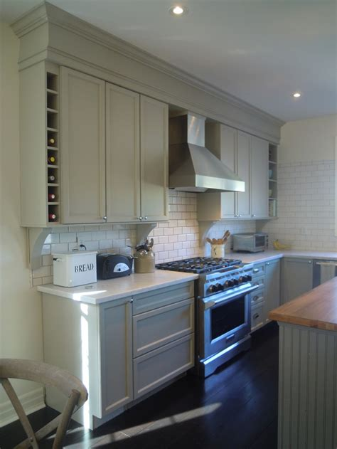 kitchen cabinet crown molding to mouldings crown moulding above kitchen cabinets to