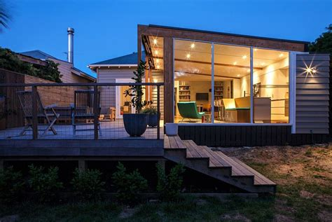 Creative Renovation Gives Modern Life To An Existing Frame : Auckland Bungalow With Modern Glass And Timber Extension