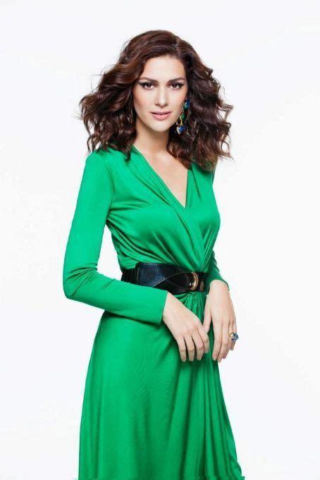 bergüzar korel berguzar korel turkish actress 5 11 b 1982 green fashion pinterest