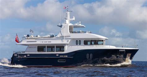 ft pilothouse motor yacht dauntless   sale