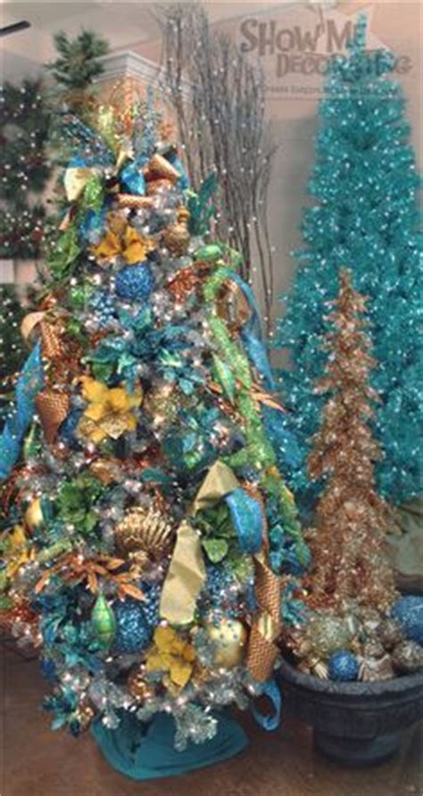 christmas trees  show  decorating images