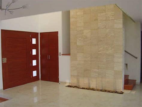 muros de piedra  interiores modernos  elegantes