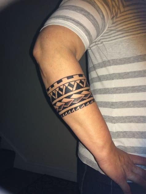 armband schwarz handgelenk mann tattoos