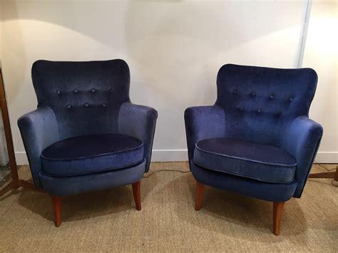 paire de fauteuils en velours bleu nuit su 232 de 50 s