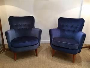 Fauteuil Bleu Marine : paire de fauteuils en velours bleu nuit su de 50 s ~ Teatrodelosmanantiales.com Idées de Décoration