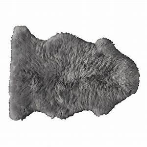 Tapis en peau de mouton gris 55 x 90 cm maisons du monde for Tapis peau de mouton gris