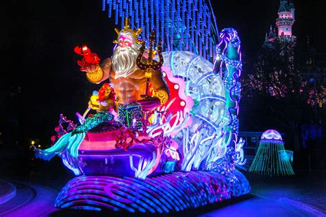 light parade disneyland four reasons to take the to disneyland this summer