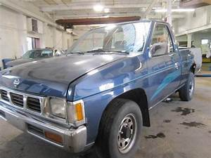Parting Out 1994 Nissan Pickup - Stock   120193