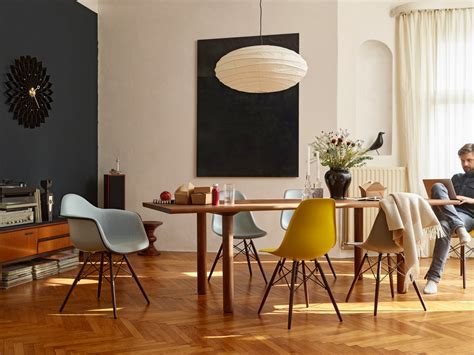 chaises colorées buy the vitra dsw eames plastic side chair maple base