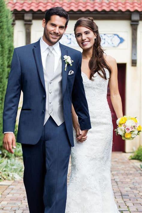 Trajes de novio y Tendencias para el 2018 en trajes para jardu00edn boda de noche en color gris ...