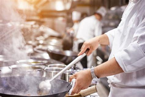chef de cuisine femme le chef des cuisines d 39 un grand restaurant empoisonné par