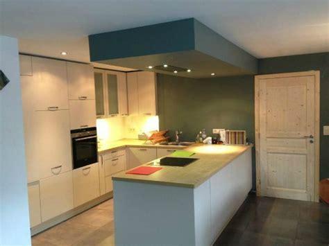 hotte de cuisine plafond cuisine avec îlot et hotte dans sous plafond for the