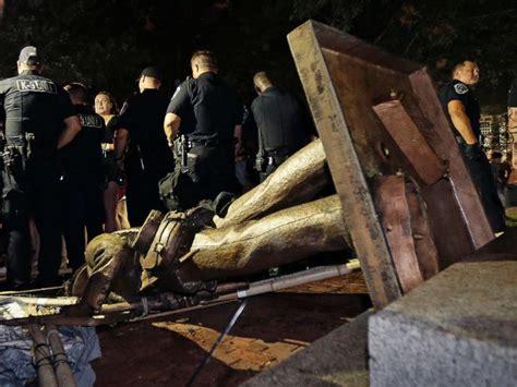 protesters knock  confederate statue  unc campus