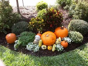20 Ways To Help Create A Fall-Inspired Front Lawn