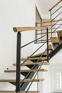Main Courante Escalier Intérieur : rampe d 39 escalier en acier ral noir et main courante bois ~ Edinachiropracticcenter.com Idées de Décoration