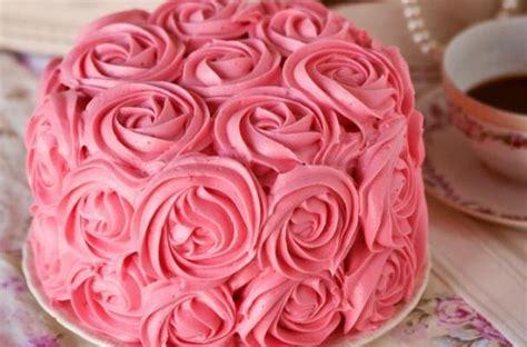 foodista  rose cake     dozen roses
