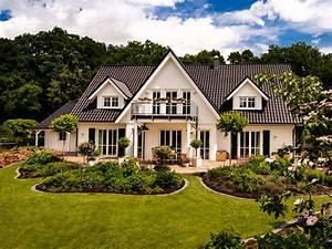 Landhaus von haacke haus o nobles einfamilienhaus mit for Französischer balkon mit landhaus sonnenschirm