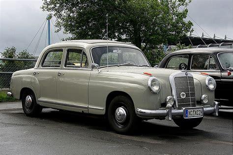 Mercedes-benz W105