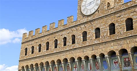 It was built at the turn of the 14th century as the palazzo de popolo or the 'palace of the people'. Florence: Palazzo Vecchio Entrance Ticket & Audioguide ...