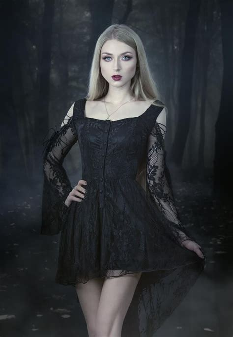 gothicandamazing model photo mua absentia dress