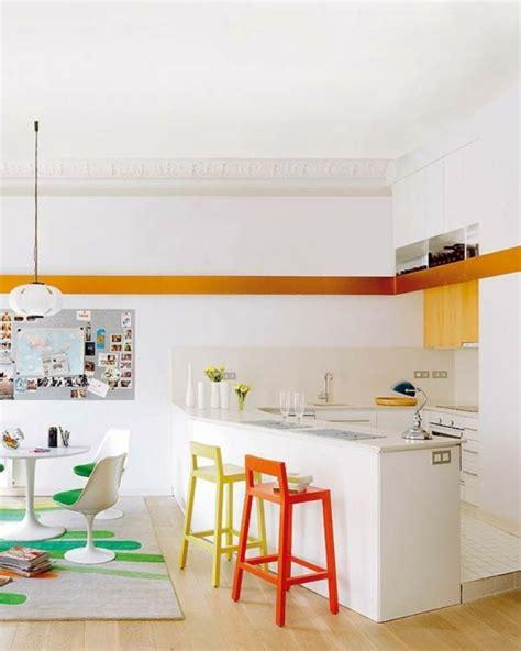 tabourets de cuisine design un tabouret de bar coloré pour la cuisine moderne