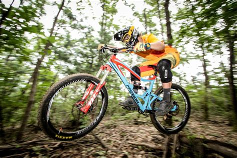 Enduro Race Style In The Korean Woods