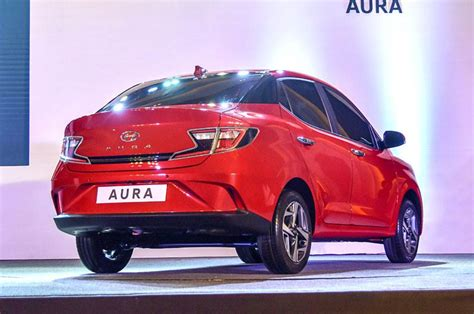 Hyundai Aura Subcompact Sedan Unveild: Specifications ...