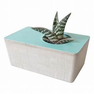 Cache Pot Bleu : cache pot en b ton facette bleu turquoise les pieds de biche le cochon truffier ~ Teatrodelosmanantiales.com Idées de Décoration