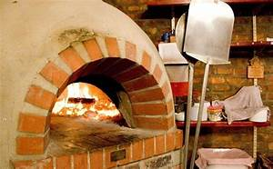 Pizzaofen Kaufen Garten : pizzaofen im garten selber bauen bauanleitung tisch ~ Frokenaadalensverden.com Haus und Dekorationen